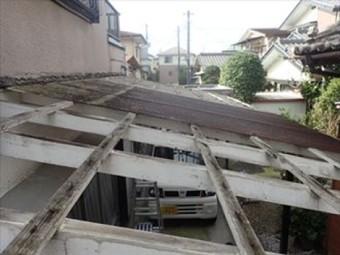 飛散したカーポート屋根のFRP波板を遮光ポリカへ交換