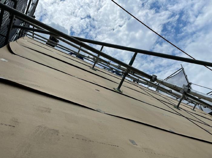 下から見たルーフィング施工