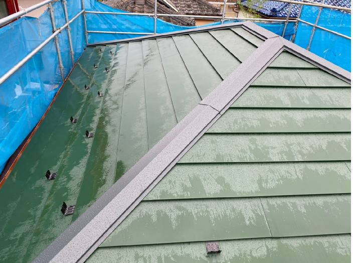 セメント瓦を葺き替え工事で金属屋根に