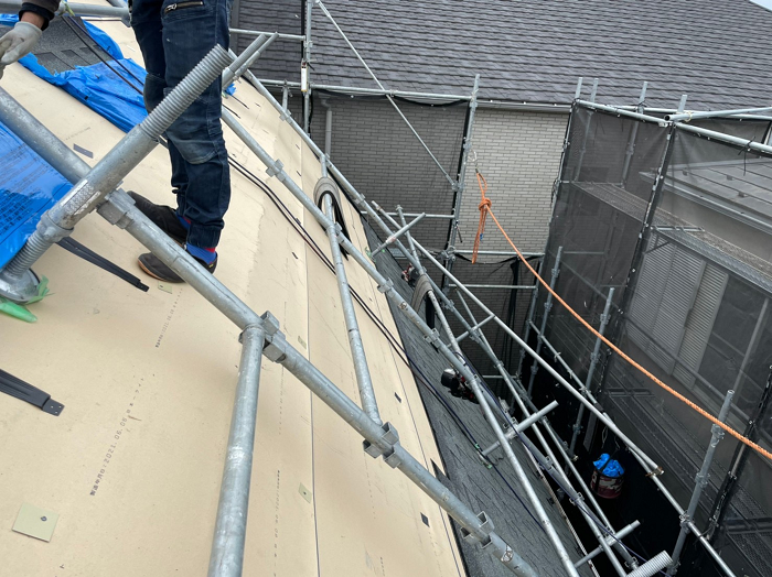 シングル材をカバー工法で施工