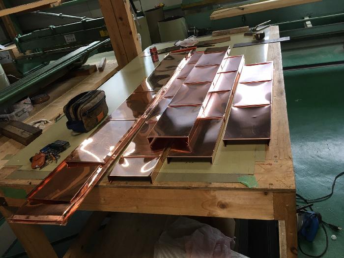 置き場で加工した銅板