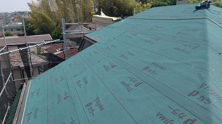 屋根工事の下葺材アスファルトルーフィング