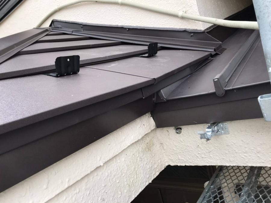 下屋根取り合い部、雨漏り箇所、板金破損