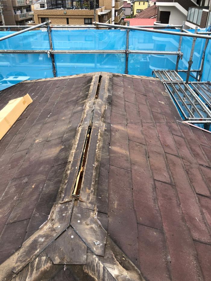 施工中のコロニアル屋根