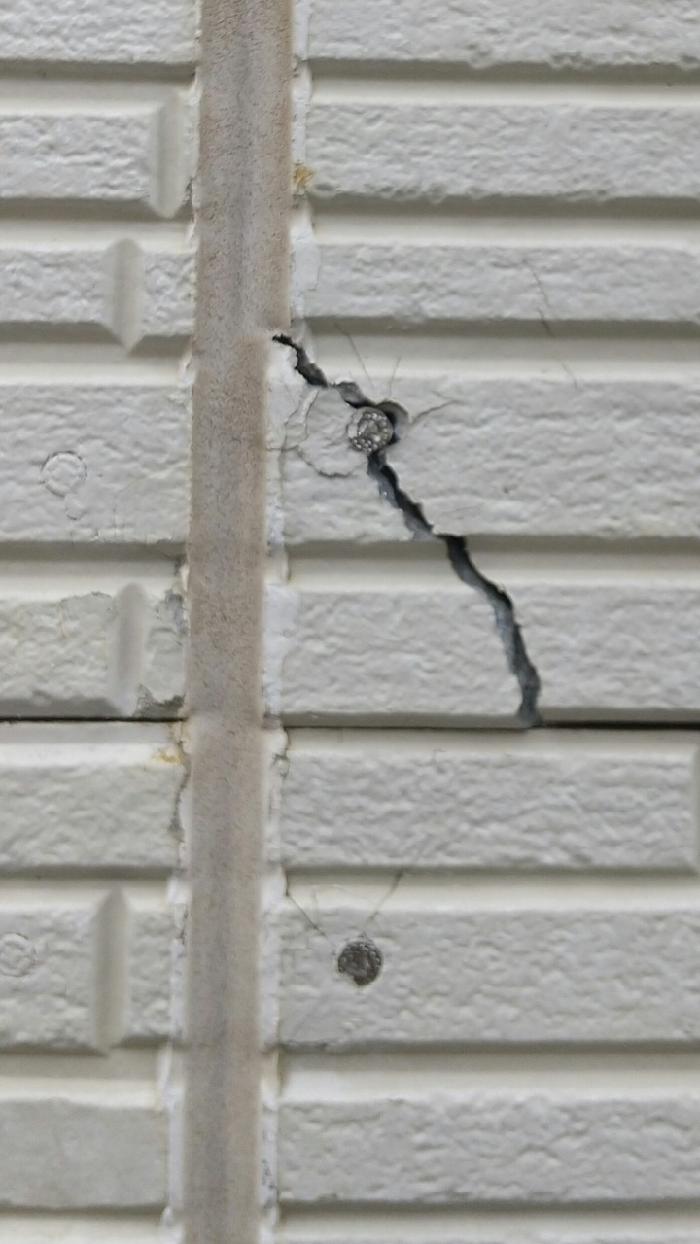 外壁の釘周りのクラック
