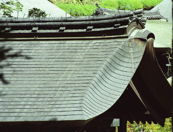 銅板の変色が進んだ屋根