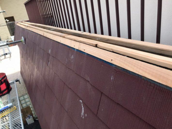 貫板の新設作業中