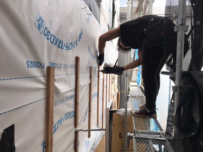 外壁下地胴縁施工