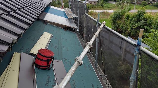 下屋根のルーフィングはり