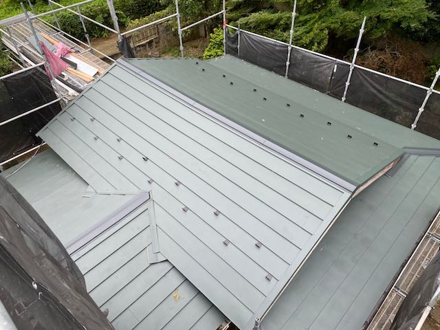 横暖ルーフに葺き替えた屋根