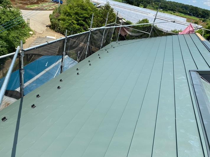 棟板金の施工で金属屋根