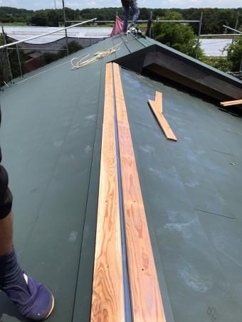 棟の下地の貫板施工