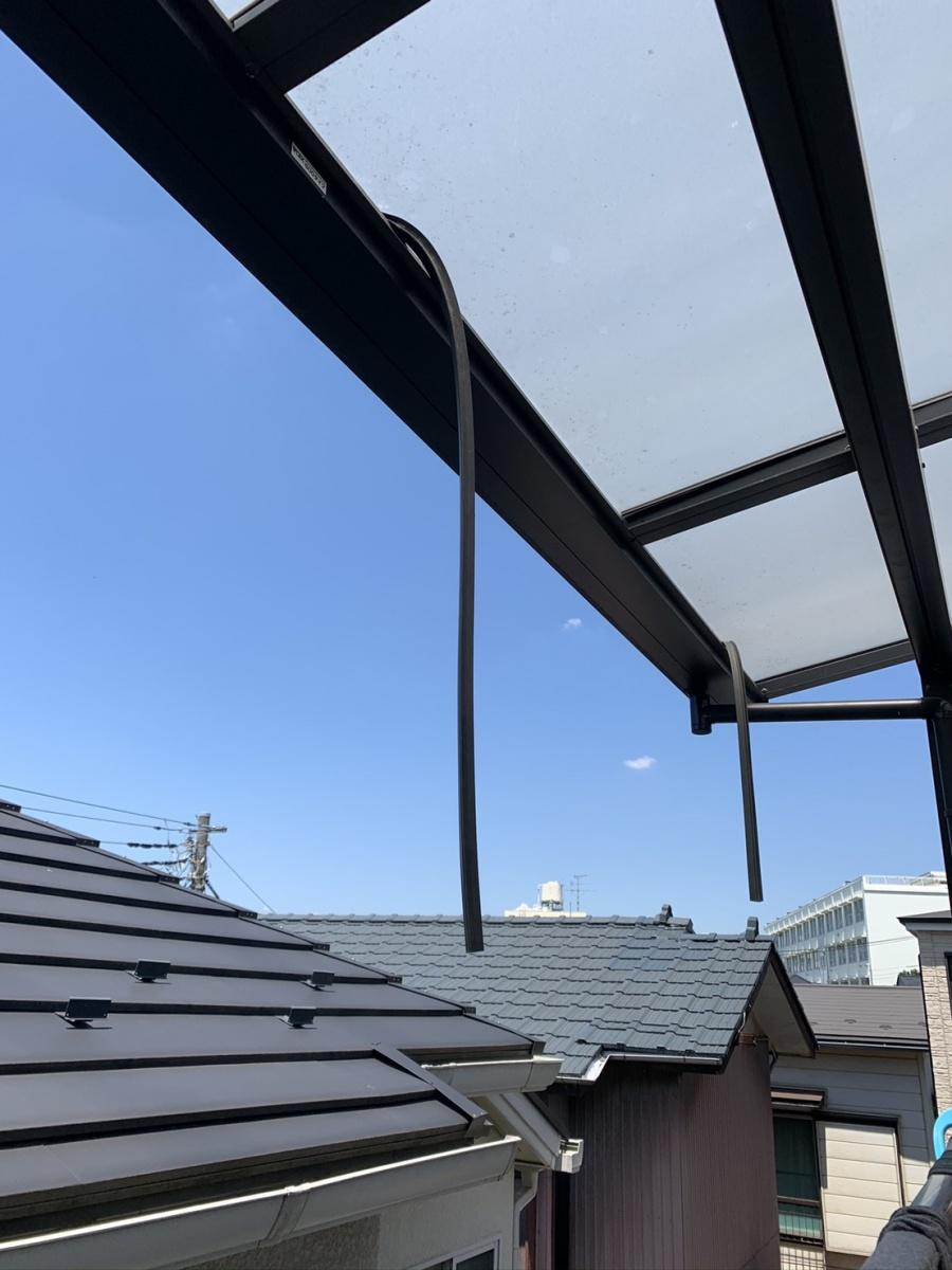 ベランダポリカ屋根のパッキン、台風被害、火災保険