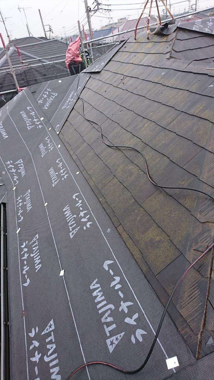 カバー工法 既存屋根にルーフィングを取り付ける