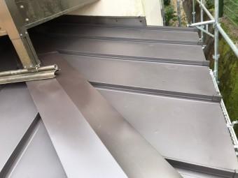 下屋根、葺き替え工事、ガルバリウム鋼板