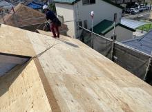 パミール屋根にコンパネを増し張り